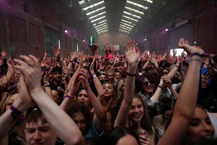 FOTO: Una disco abrió para 3 mil personas en Reino Unido