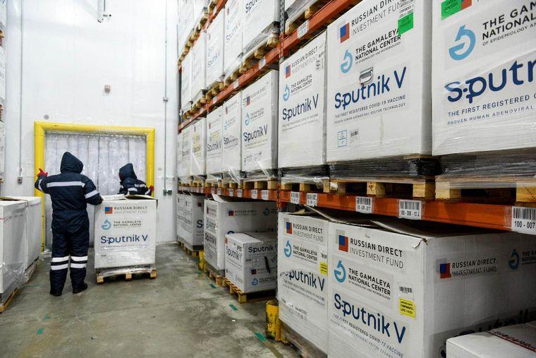 FOTO: El Gobierno comienza a distribuir 650.400 dosis de Sputnik V