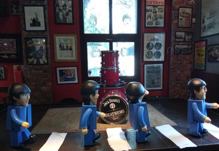FOTO: Bar temático de Los Beatles en Rosario.