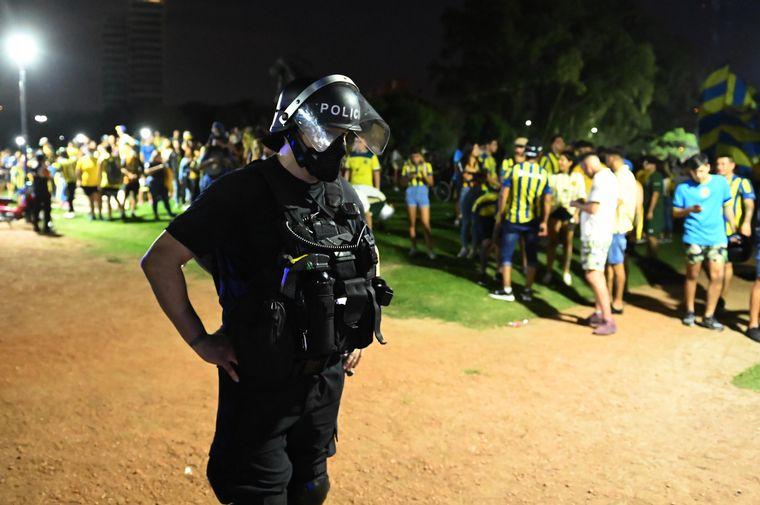 FOTO: Los fanáticos se concentraron en el Parque Alem.