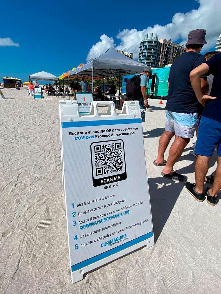 AUDIO: Miami comienza a vacunar en la playa con dosis remanentes