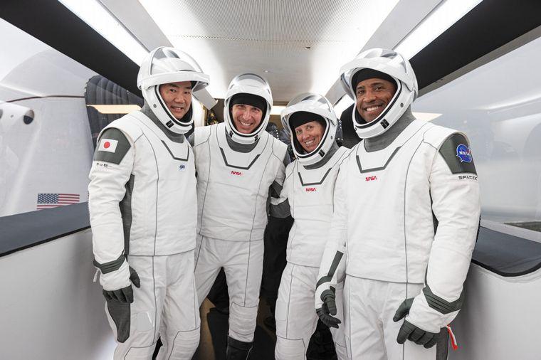 FOTO: Regresaron a Tierra desde la Estación Espacial Internacional los cuatro astronautas.