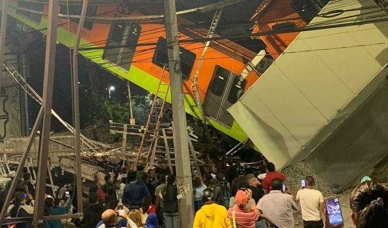 FOTO: Se desplomó un tramo del metro en Ciudad de México.