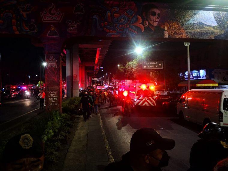 FOTO: Conmoción en México: colapsó un puente de la línea 12 del metro (Foto: Forbes México)