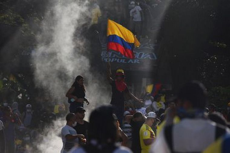 AUDIO: Colombia: militares salen a la calle para frenar protestas