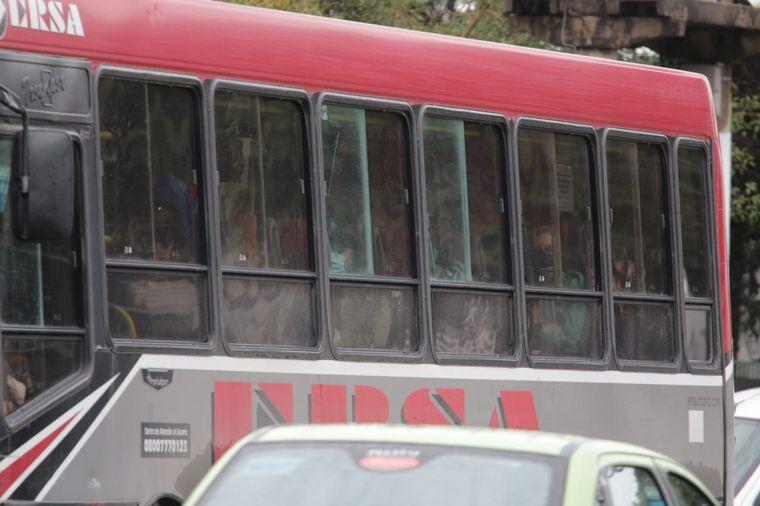 FOTO: La gran mayoria de colectivos urbanos viaja con ventanillas cerradas