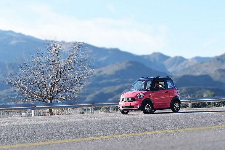 """FOTO: Salió """"Tito"""", el automóvil eléctrico fabricado en San Luis"""