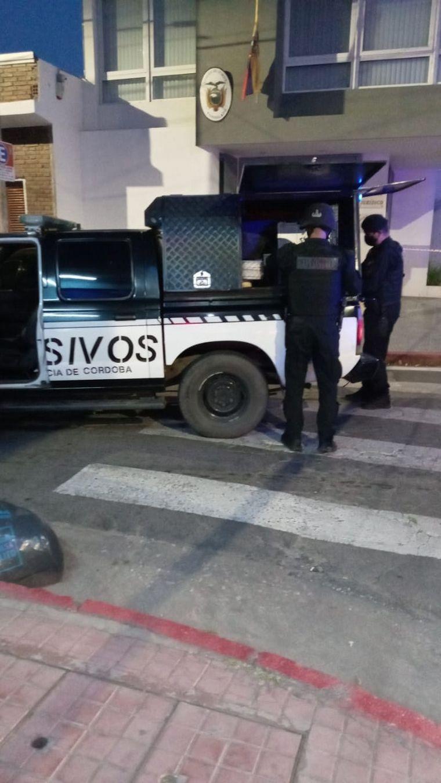 FOTO: Detienen a un hombre por tener una granada en su auto