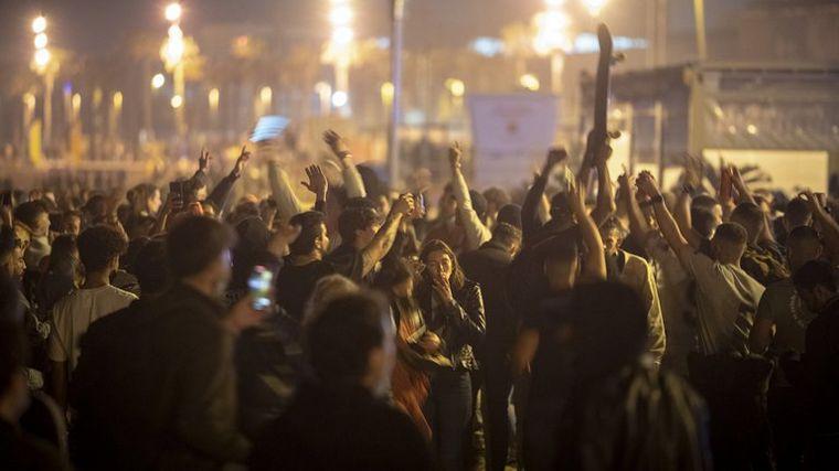 AUDIO: Fiesta y descontrol en España por el fin del toque de queda