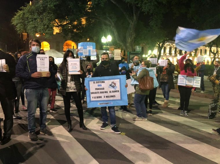 AUDIO: Deudores de créditos UVA reclamaron en la ciudad de Córdoba