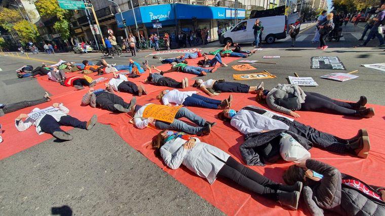 AUDIO: La Multisectorial de Salud protestó con una intervención artística en Córdoba
