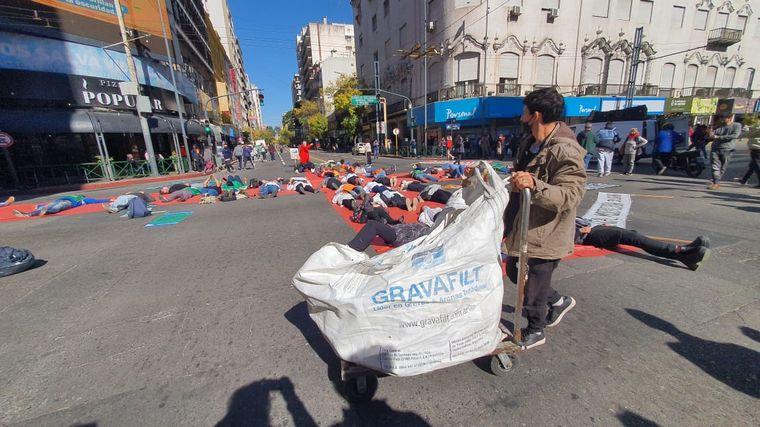 FOTO: La intervención artística se lleva adelante en Colón y General Paz.