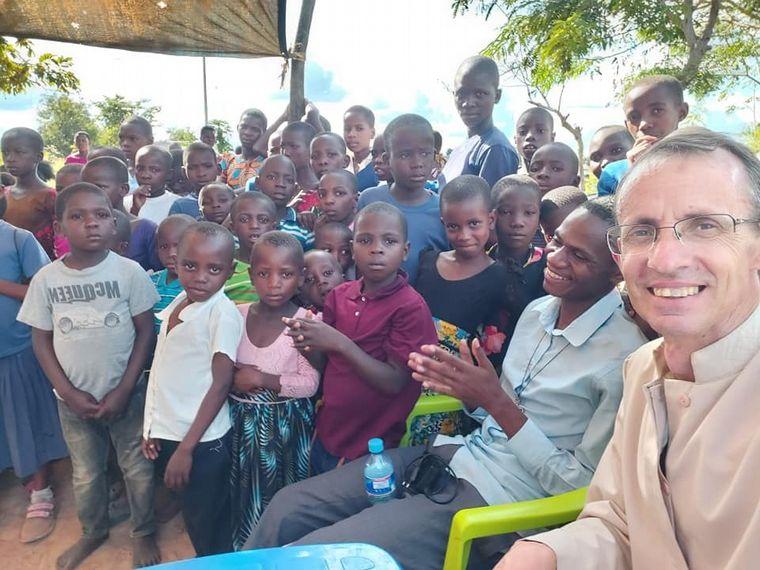FOTO: La imagen del cura Brochero llegó a África