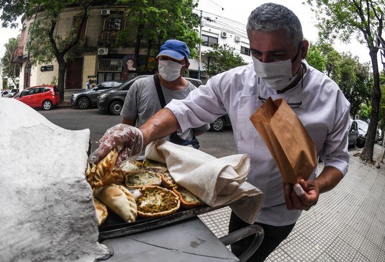 AUDIO: Rodolfo Valentín Tapia camina 70 cuadras vendiendo tartas y empanadas
