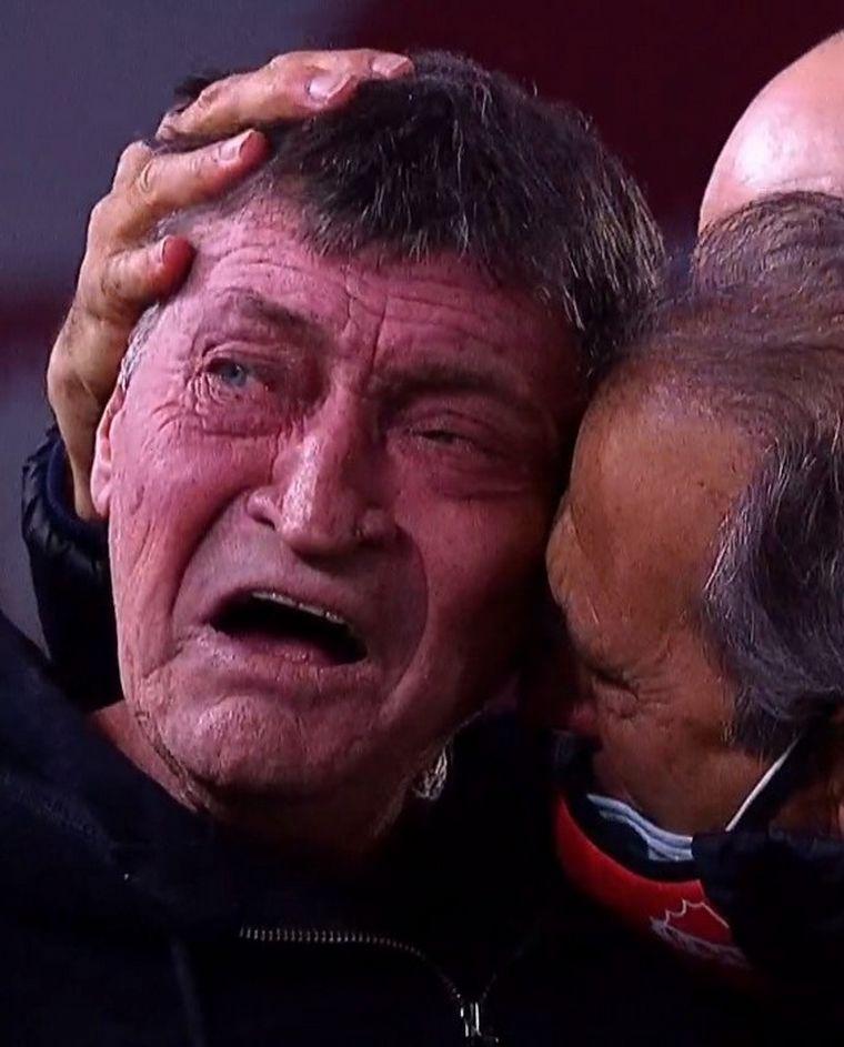 FOTO: Falcioni rompió en llanto tras el triunfo de Independiente.