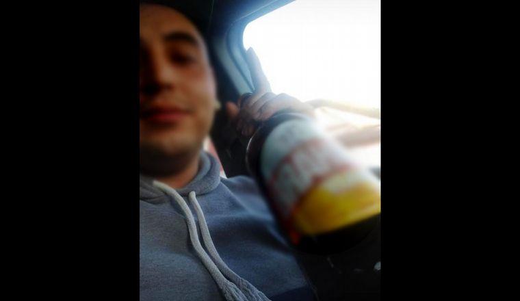 FOTO: El autor de la tragedia de Circunvalación se filmó bebiendo alcohol.