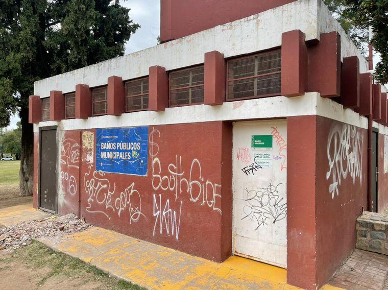 FOTO: Vandalizaron los baños públicos del Parque Sarmiento