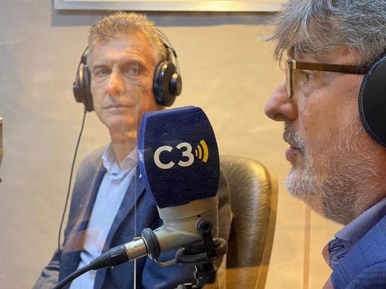 FOTO: Mauricio Macri visita los estudios de Cadena 3.