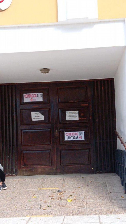 FOTO: Protestas en Cruz del Eje en contra del cierre de negocios