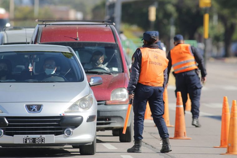 FOTO: Controles en la ciudad cordobesa en el primer día de confinamiento estricto.