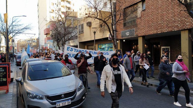 FOTO: Comerciantes exigieron volver a trabajar.