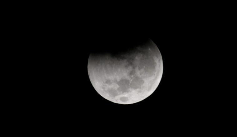 FOTO: Así se veía el eclipse a las 7.25 en Córdoba.
