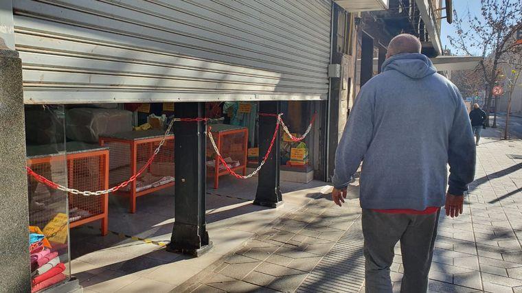 FOTO: Comerciantes cordobeses desacatan medidas y abren locales