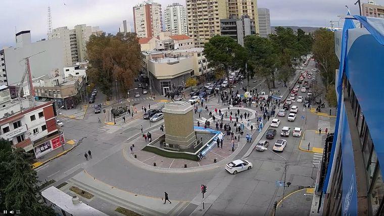 FOTO: Tras la marcha, hay 7 horas de espera en hospital de Neuquén