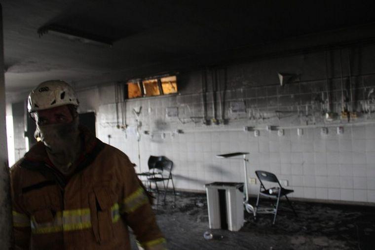 FOTO: Incendio en hospital de Brasil deja al menos cuatro muertos