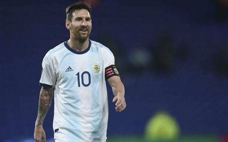 FOTO: Lionel Messi convirtió un golazo de tiro libre ante Chile.