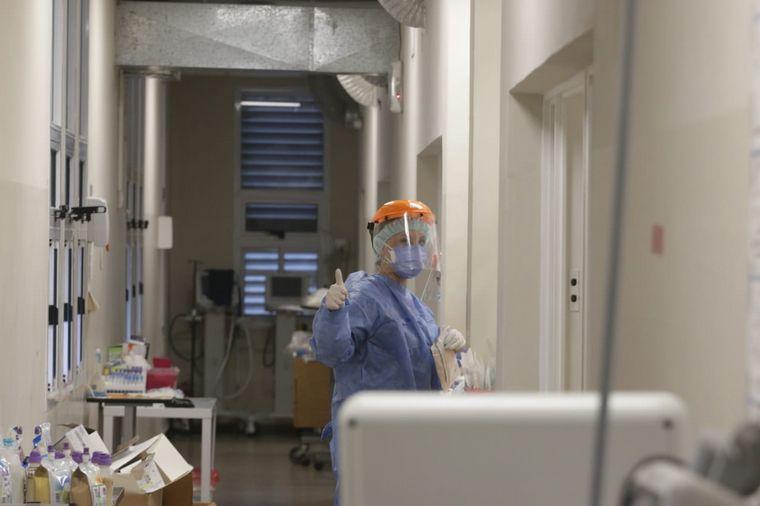 FOTO: El destacado compromiso del personal de salud con cada paciente.