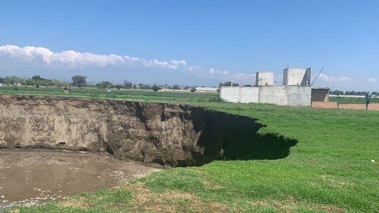 FOTO: Misterio por un enorme socavón en México.