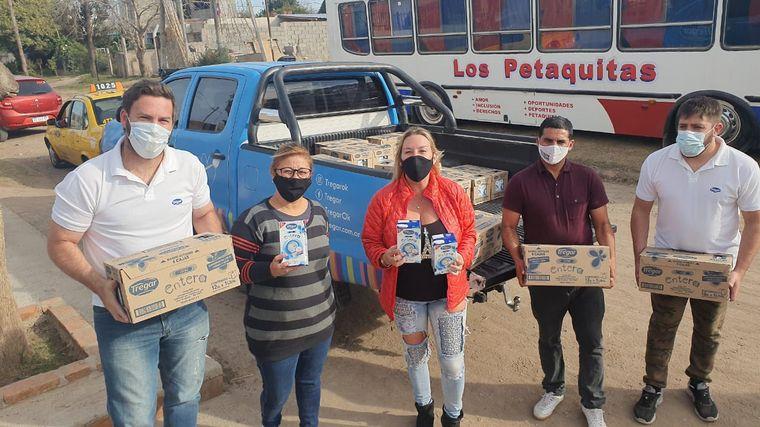 FOTO: El merendero Las Petaquitas recibió la donación de Cadena 3 y Tregar.
