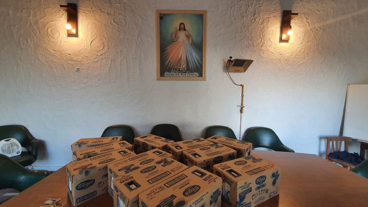 FOTO: Donaron leche a la Parroquia San Juan Bosco y Santo Domingo Savio.
