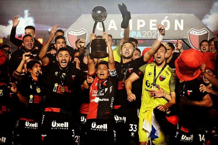 FOTO: Colón de Santa Fe salió esta noche campeón por primera vez en su historia