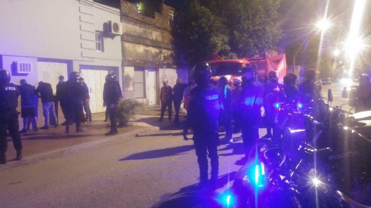 FOTO: Detuvieron un camión con 25 hinchas, la mayoría barras bravas, de Colón