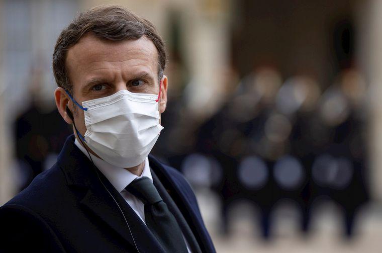 FOTO: Cachetearon a Emmanuel Macron