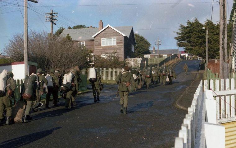 FOTO: Un ex combatiente recibió fotos que había tomado en Malvinas