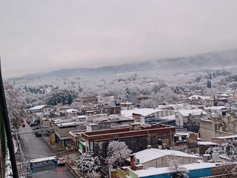FOTO: Postales de la nieve en Villa Allende.