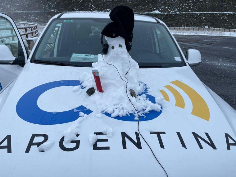 FOTO: Juan Pablo Viola muestra cómo crear un muñeco de nieve