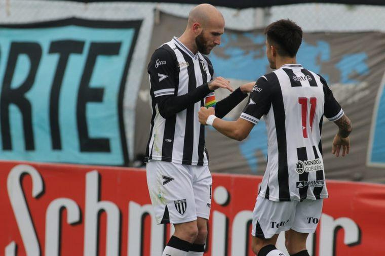 FOTO: Gimnasia de Mendoza se puso en ventaja con un gol de penal.