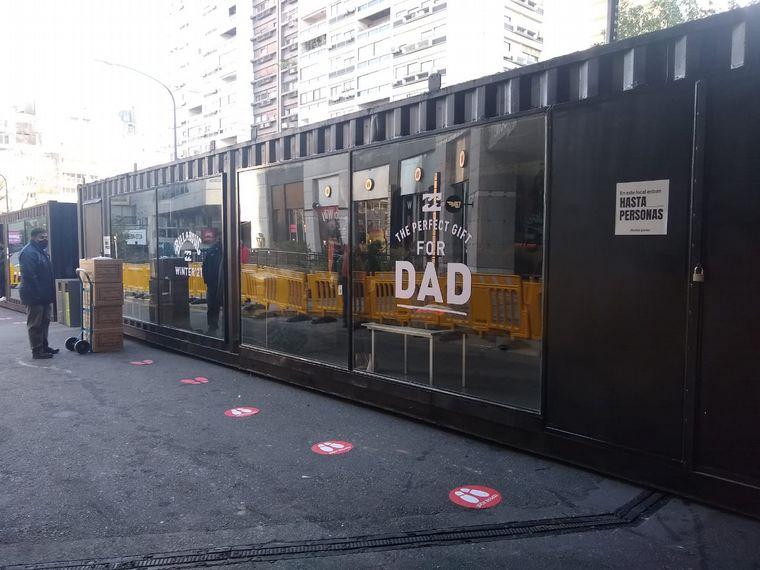 AUDIO: Shopping  de Buenos Aires sacó sus locales a la calle