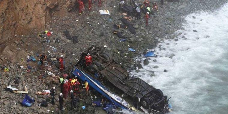 FOTO: Accidente de autobús en Nasca deja 27 mineros muertos