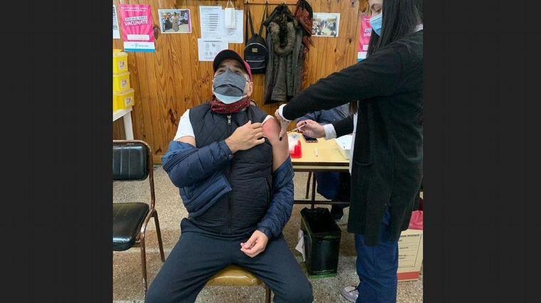 FOTO: Mariano Iúdica se vacunó y lo celebró en