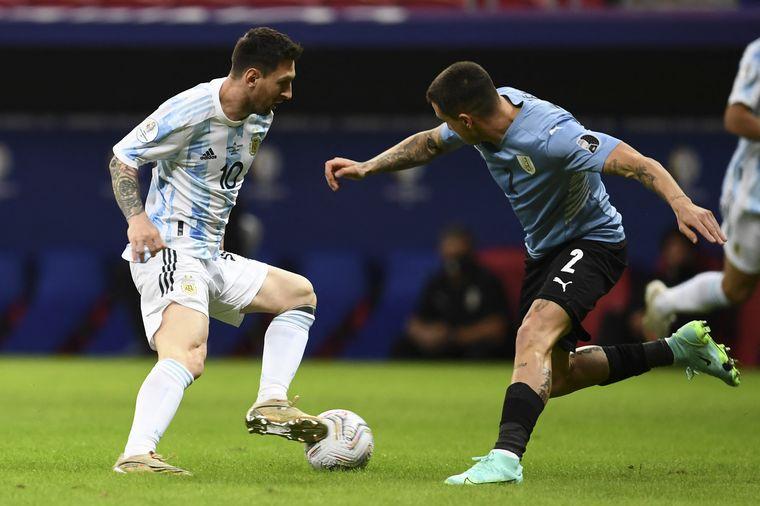 FOTO: Uruguay y Argentina buscan un triunfo.