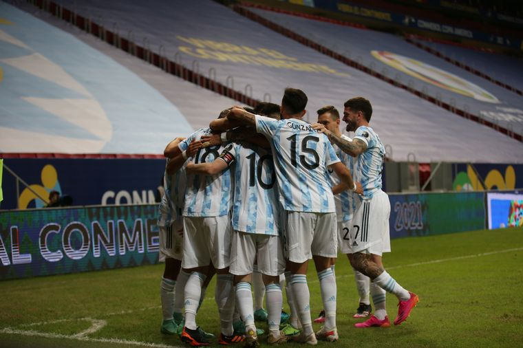 AUDIO: Guido Rodríguez marcó el 1 a 0 para Argentina.