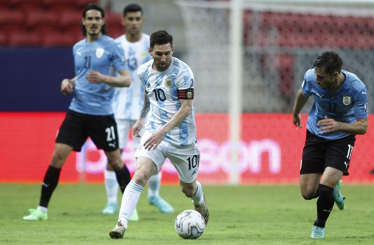 FOTO: Festejo del primer gol de Argentina.