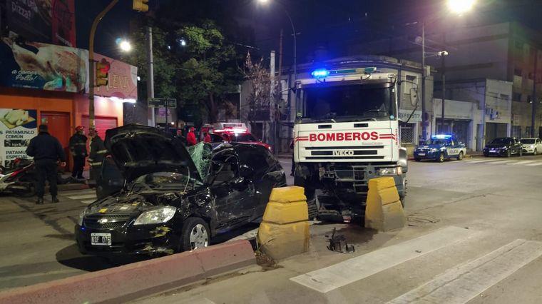 AUDIO: Un herido grave en un espectacular choque en avenida Colón
