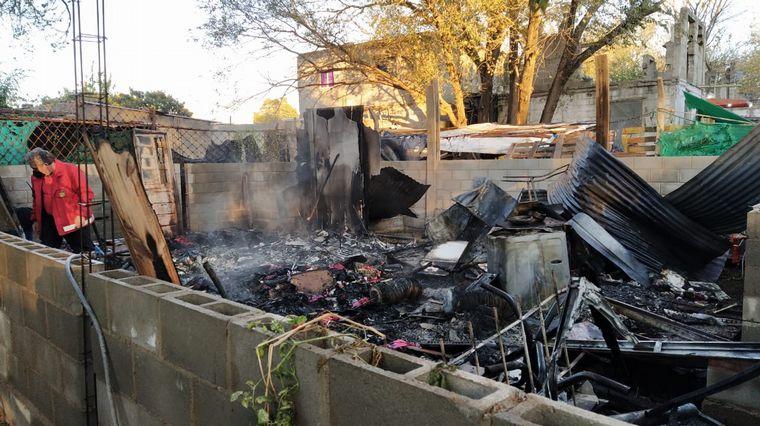 FOTO: Pérdidas totales en un incendio domiciliario en barrio Observatorio.