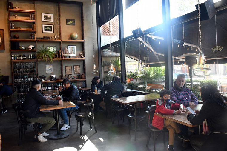 FOTO: Intenso movimiento en restaurantes por el Día del Padre